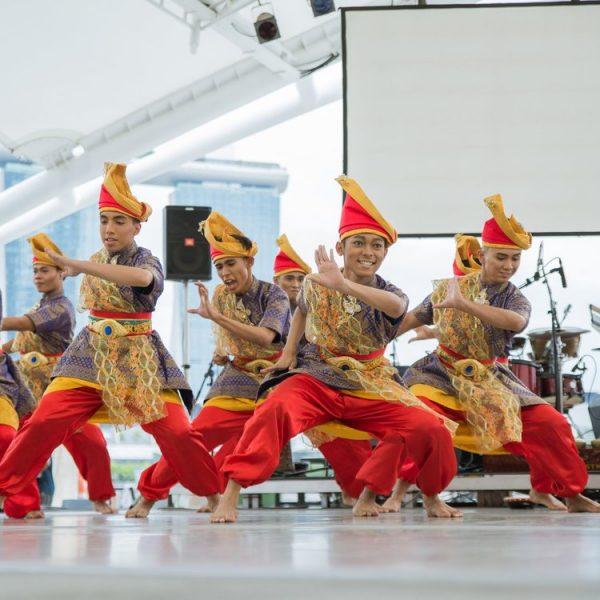 Era Dance Theatre performing Zapin at Esplanade Outdoor Stage